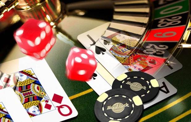 Những mẹo chơi bài poker khiến đối thủ còn cái nịt