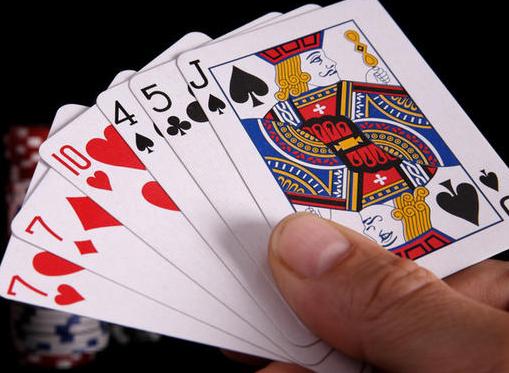 Phân tích những lá bài có trên bàn